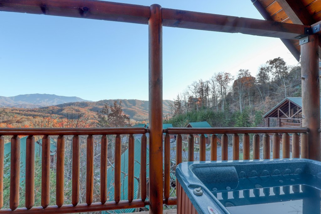 Photo of a Pigeon Forge Cabin named Mountain Dreams At Sherwood - This is the second photo in the set.