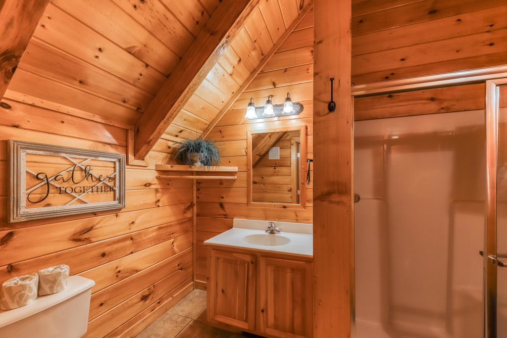 Photo of a Pigeon Forge Cabin named Mountain Dreams At Sherwood - This is the seventeenth photo in the set.
