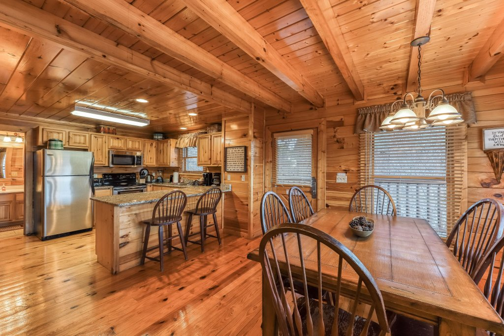 Photo of a Pigeon Forge Cabin named Mountain Dreams At Sherwood - This is the eighth photo in the set.
