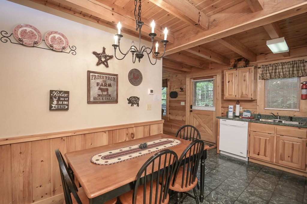 Photo of a Pigeon Forge Cabin named  Treasured Times - This is the one thousand one hundred and fourteenth photo in the set.