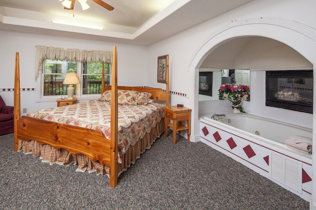 Photo of a Pigeon Forge Cabin named  Black Bear Hideaway - This is the two thousand two hundred and eighty-second photo in the set.