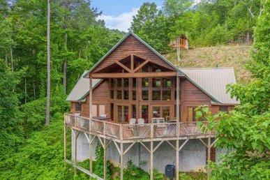 Two Master Suites With Fireplaces, 2.5 Baths, Hot Tub, Pool Table, And Views.
