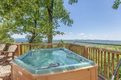3 Bedroom, 2 Bath Luxury Cabin For 10 In A Resort With Incredible Mountain Views
