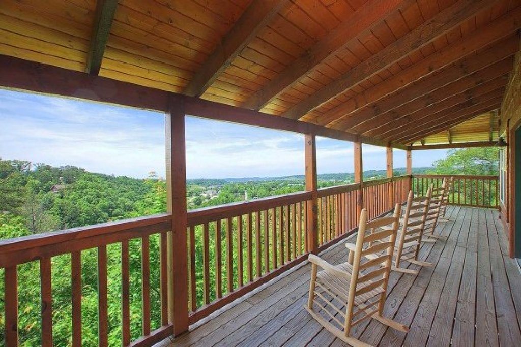 Photo of a Pigeon Forge Cabin named Pigeon Forge View - This is the third photo in the set.
