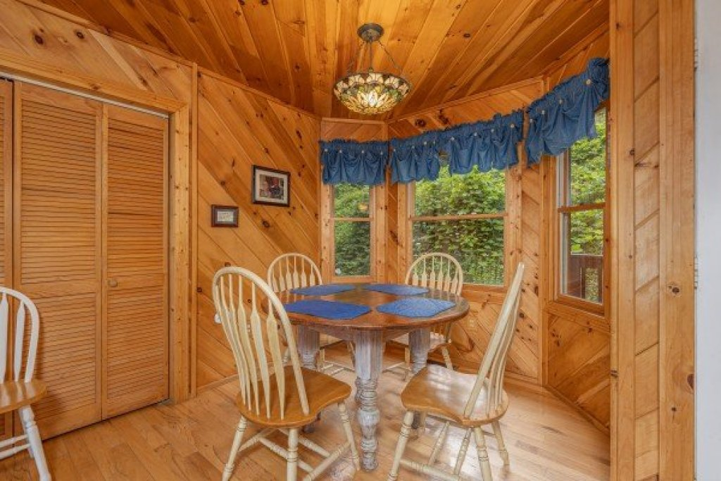 Photo of a Sevierville Cabin named Kaleidoscope - This is the seventh photo in the set.