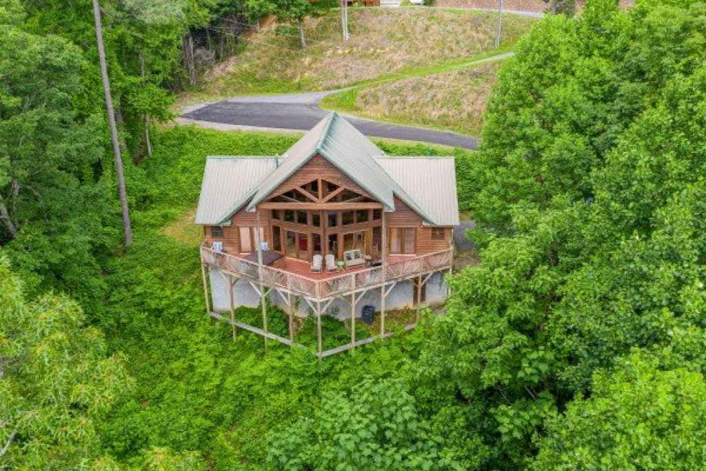 Photo of a Sevierville Cabin named Kaleidoscope - This is the twenty-first photo in the set.