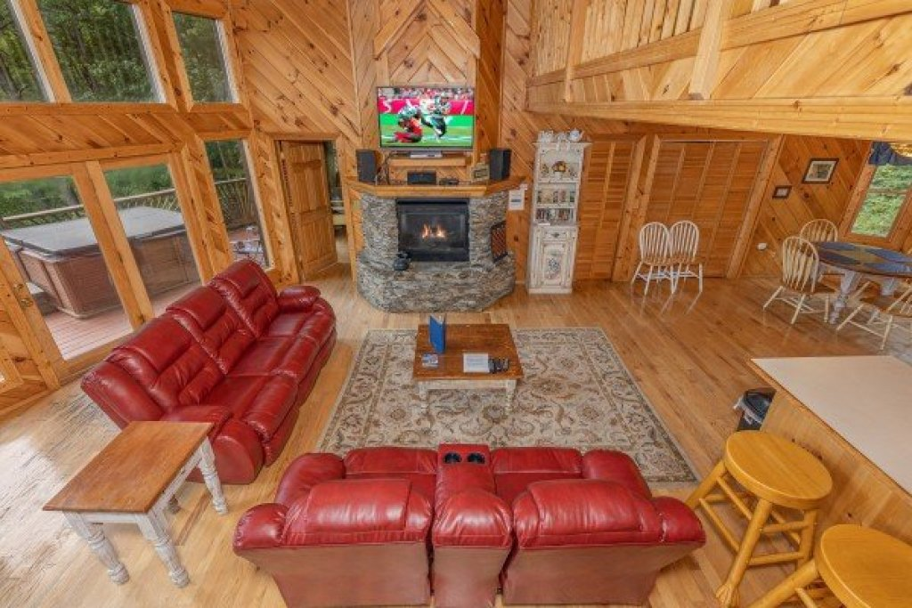 Photo of a Sevierville Cabin named Kaleidoscope - This is the twelfth photo in the set.