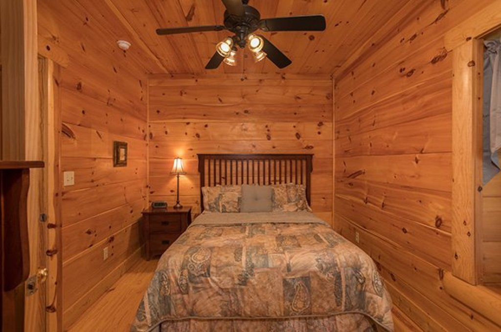 Photo of a Pigeon Forge Cabin named Pigeon Forge View - This is the thirty-second photo in the set.