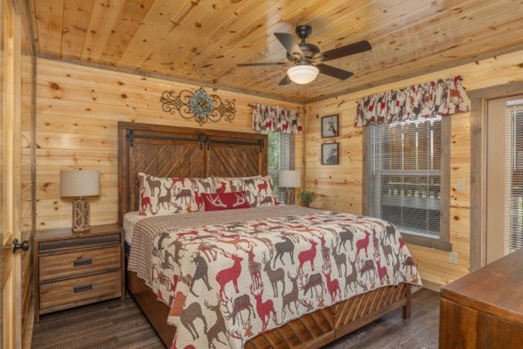 Photo of a Pigeon Forge Cabin named Alpine Adventure - This is the tenth photo in the set.