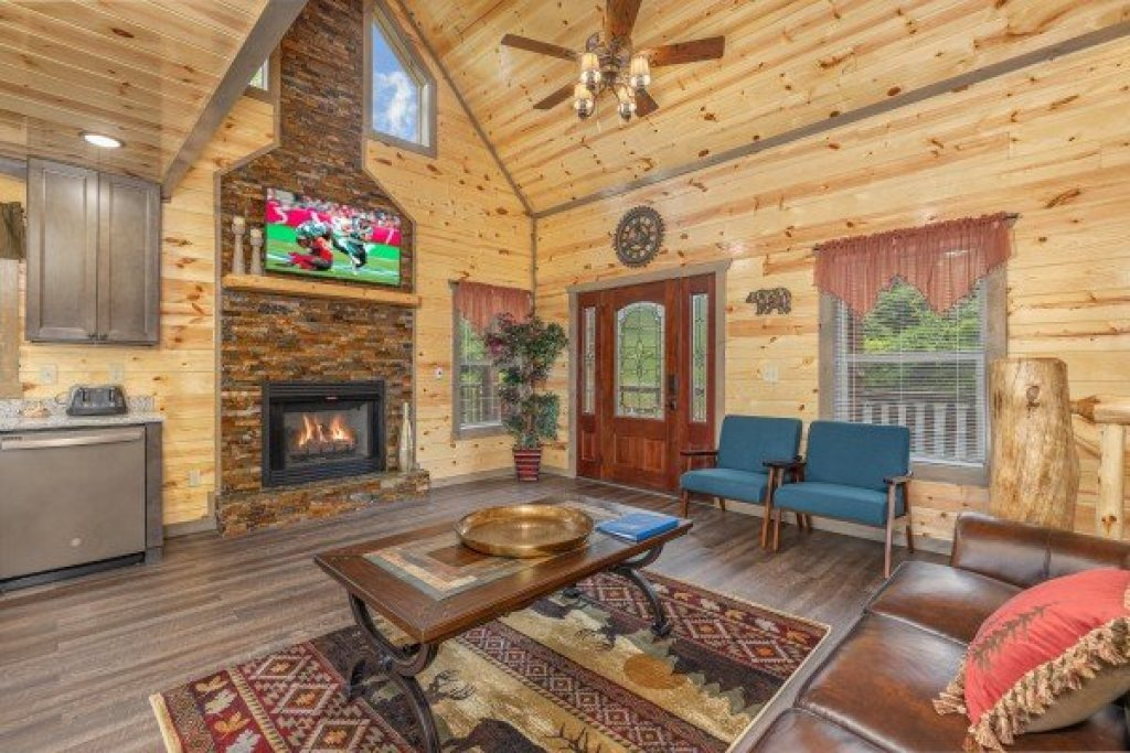 Photo of a Pigeon Forge Cabin named Alpine Adventure - This is the second photo in the set.