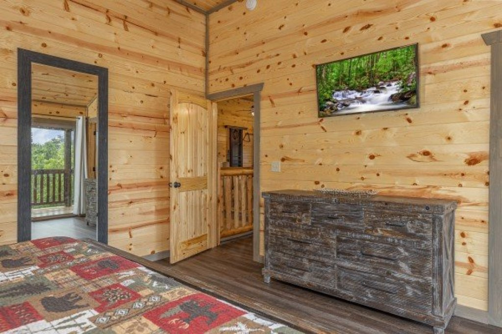 Photo of a Pigeon Forge Cabin named Alpine Adventure - This is the twenty-third photo in the set.