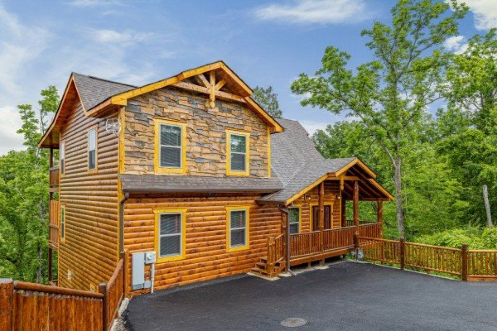 Photo of a Pigeon Forge Cabin named Alpine Adventure - This is the thirty-third photo in the set.