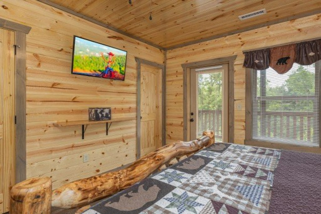 Photo of a Pigeon Forge Cabin named Alpine Adventure - This is the thirtieth photo in the set.