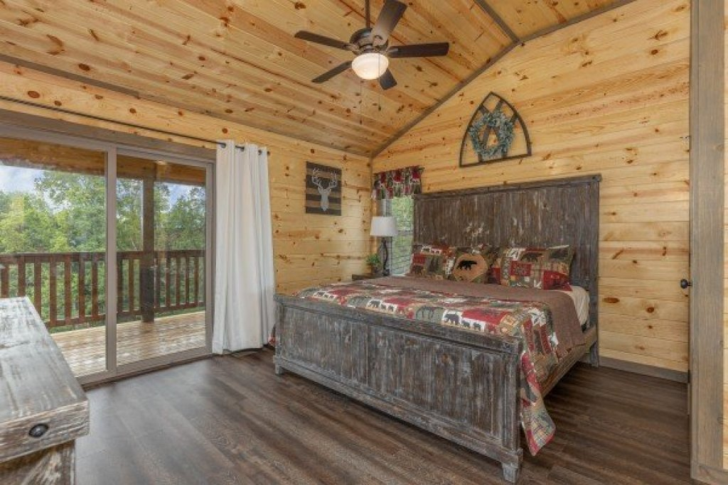 Photo of a Pigeon Forge Cabin named Alpine Adventure - This is the twenty-second photo in the set.