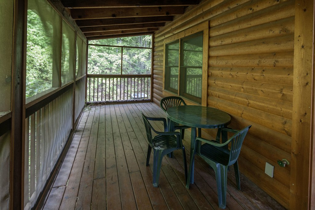 Photo of a Pigeon Forge Cabin named  Black Bear Hideaway - This is the two thousand nine hundred and seventy-third photo in the set.