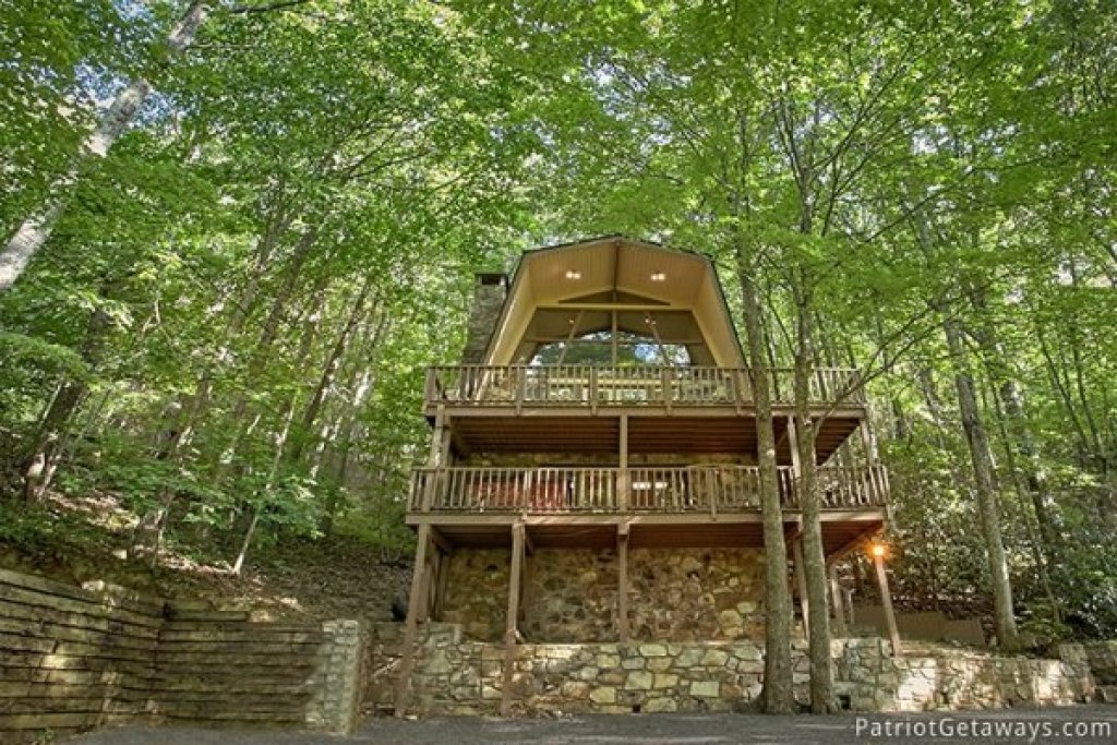 Photo of a Gatlinburg Cabin named Gatlinburg Lodge - This is the second photo in the set.