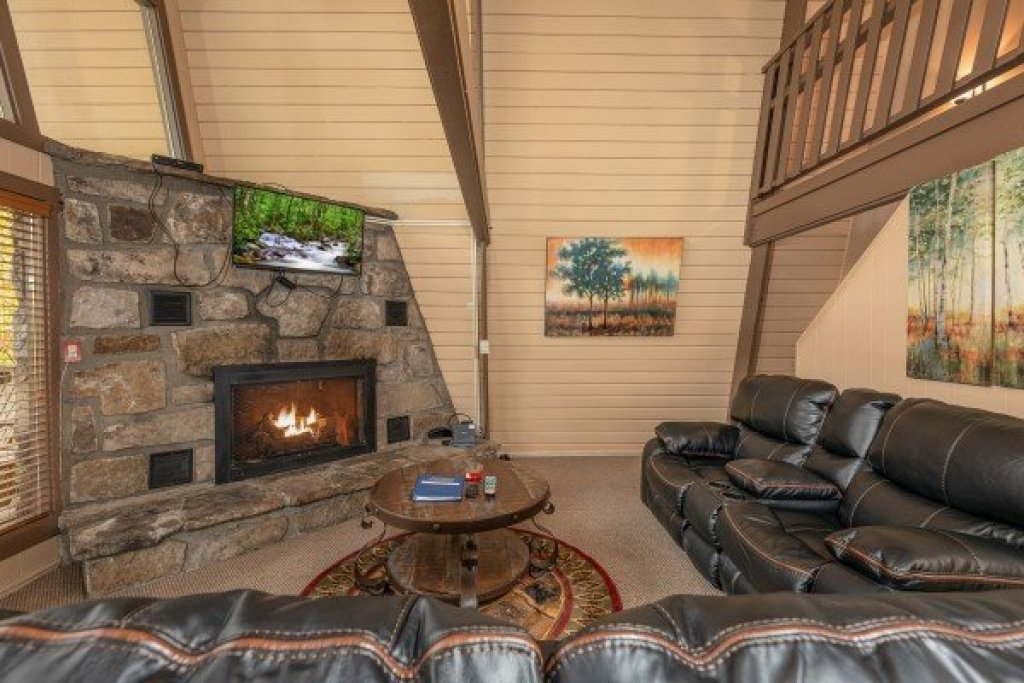 Photo of a Gatlinburg Cabin named Gatlinburg Lodge - This is the third photo in the set.