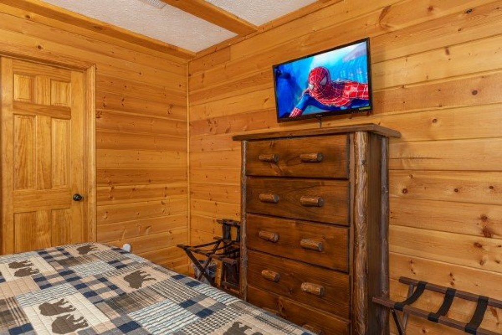 Photo of a Pigeon Forge Cabin named Pool Side Lodge - This is the twelfth photo in the set.