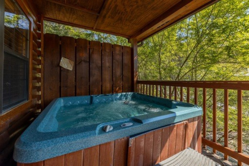 Photo of a Pigeon Forge Cabin named Pool Side Lodge - This is the seventeenth photo in the set.