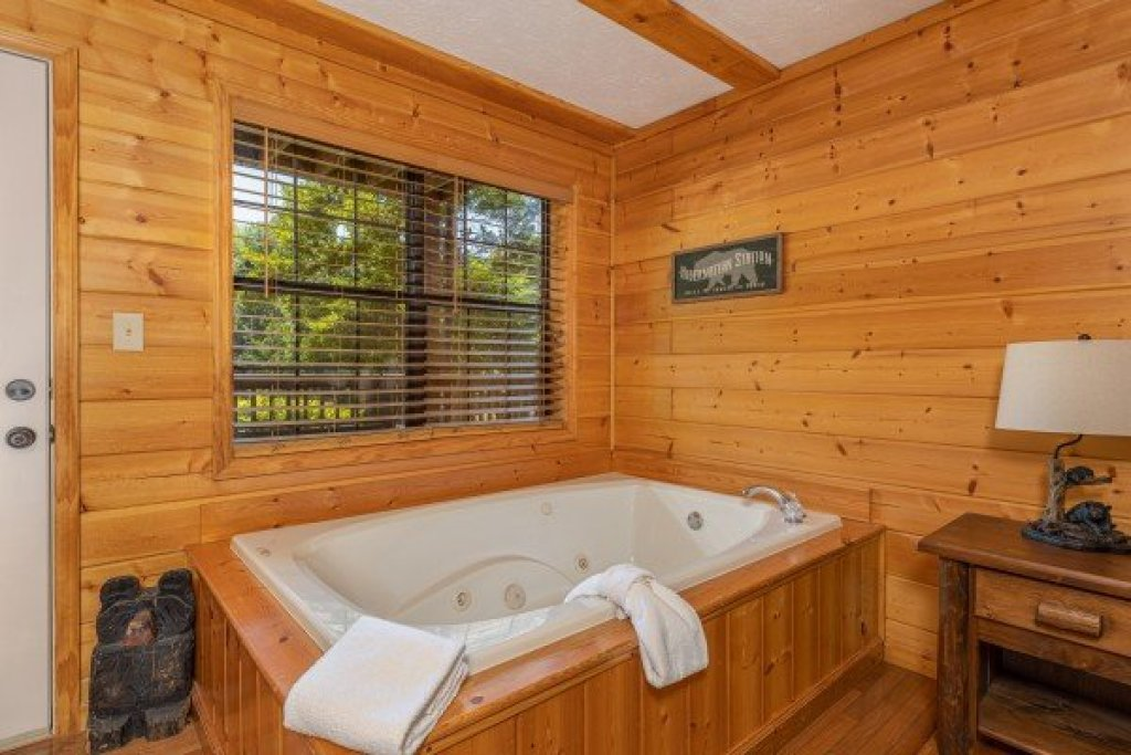 Photo of a Pigeon Forge Cabin named Pool Side Lodge - This is the thirteenth photo in the set.