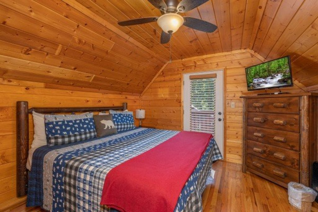 Photo of a Pigeon Forge Cabin named Pool Side Lodge - This is the thirtieth photo in the set.