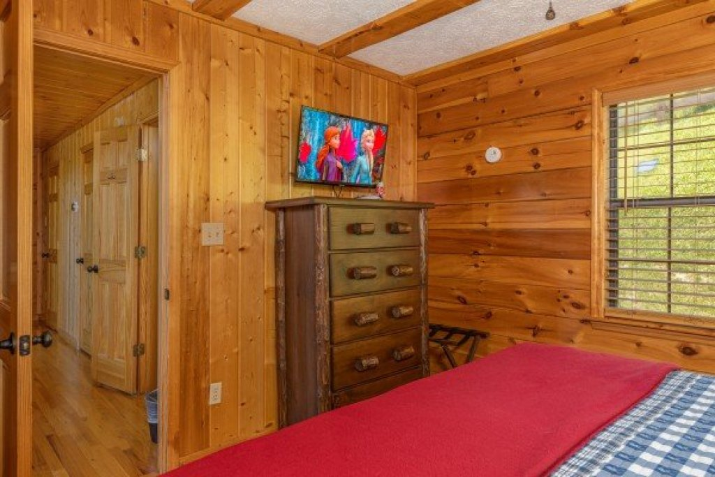 Photo of a Pigeon Forge Cabin named Pool Side Lodge - This is the twenty-second photo in the set.