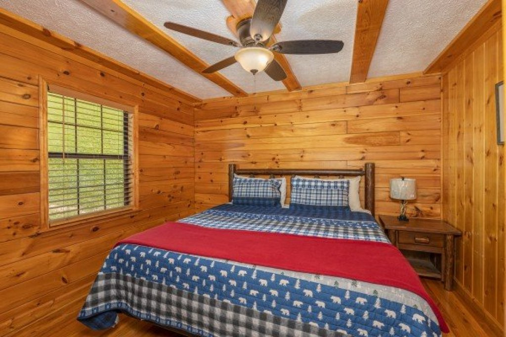 Photo of a Pigeon Forge Cabin named Pool Side Lodge - This is the twenty-first photo in the set.