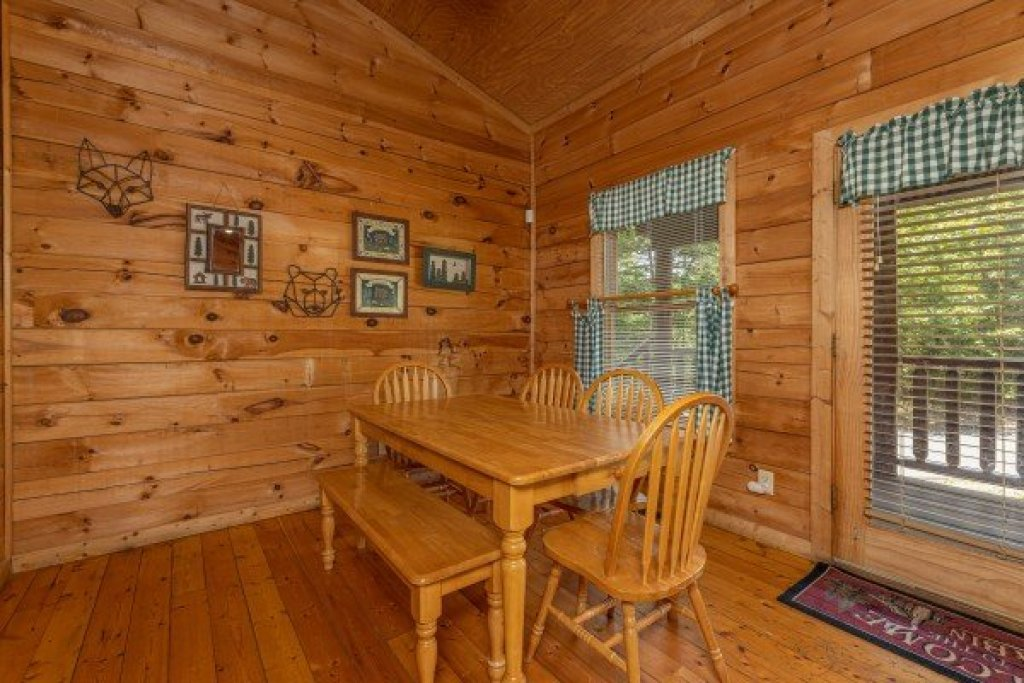 Photo of a Gatlinburg Cabin named Moonlight In The Boondocks - This is the third photo in the set.
