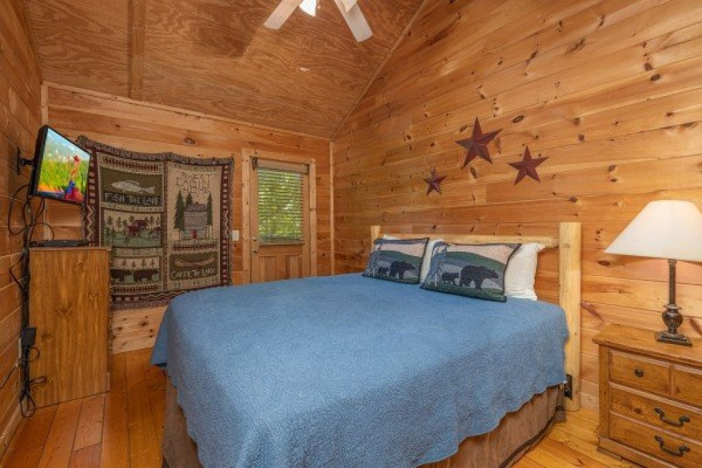 Photo of a Gatlinburg Cabin named Moonlight In The Boondocks - This is the tenth photo in the set.