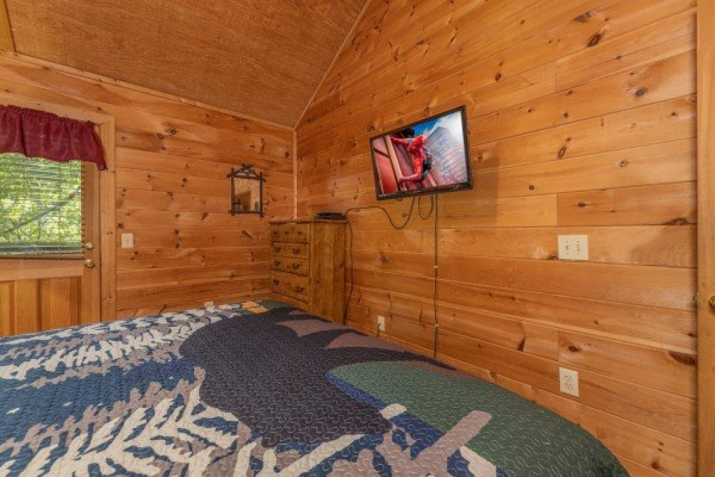 Photo of a Gatlinburg Cabin named Moonlight In The Boondocks - This is the fourteenth photo in the set.