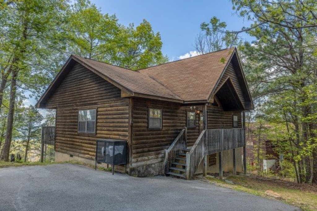 Photo of a Pigeon Forge Cabin named Eagle's Eye - This is the first photo in the set.