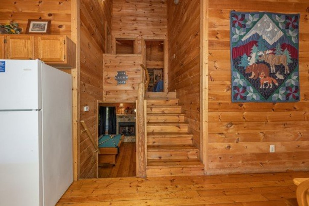 Photo of a Gatlinburg Cabin named Moonlight In The Boondocks - This is the fourth photo in the set.