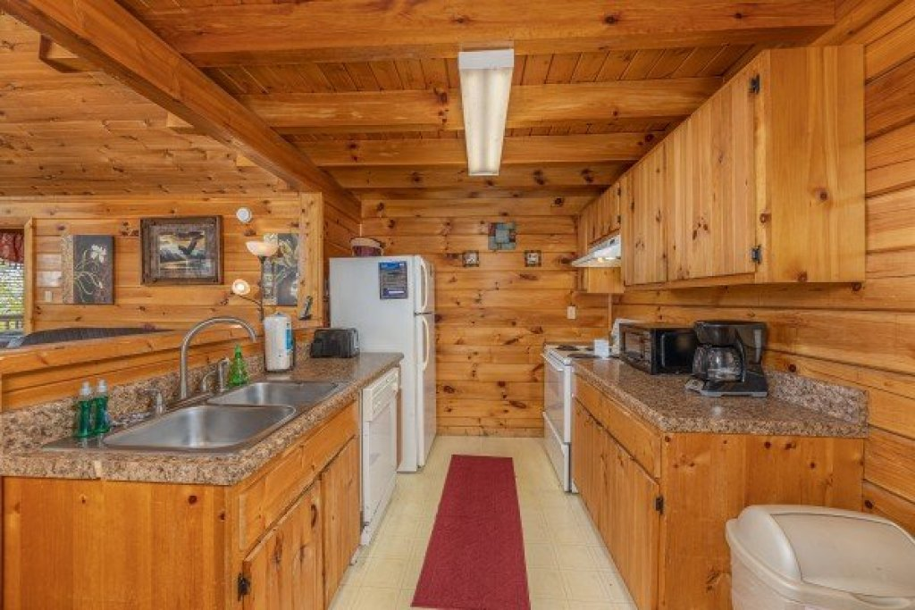 Photo of a Pigeon Forge Cabin named Eagle's Eye - This is the fifth photo in the set.