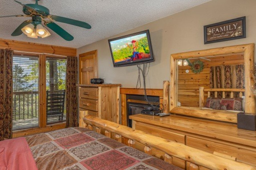 Photo of a Pigeon Forge Cabin named Eagle's Eye - This is the eighth photo in the set.