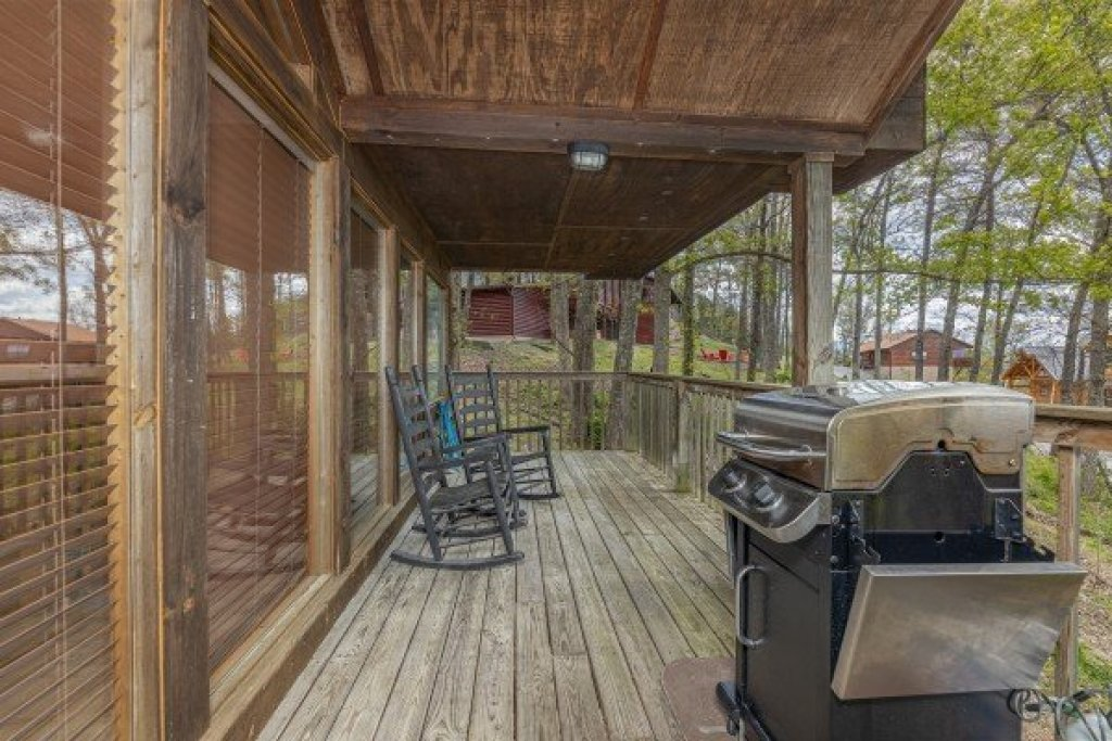 Photo of a Pigeon Forge Cabin named Eagle's Eye - This is the sixth photo in the set.