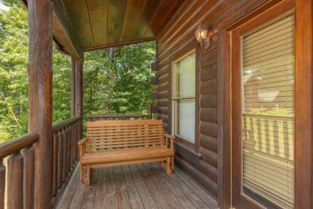 Photo of a Gatlinburg Cabin named Moonlight In The Boondocks - This is the eighteenth photo in the set.