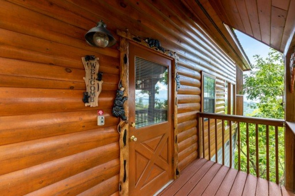 Photo of a Pigeon Forge Cabin named Away From It All - This is the fifth photo in the set.