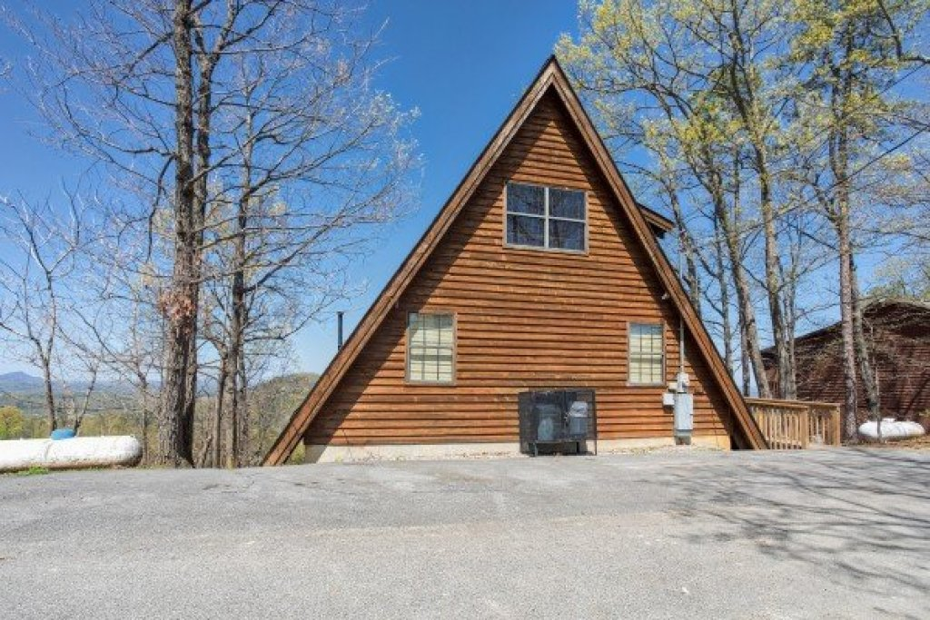 Photo of a Pigeon Forge Cabin named Cozy Mountain View - This is the nineteenth photo in the set.