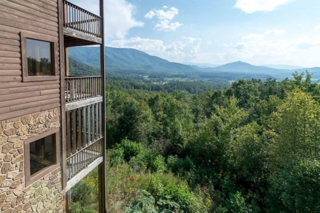 Photo of a Sevierville Cabin named 1 Awesome View - This is the third photo in the set.