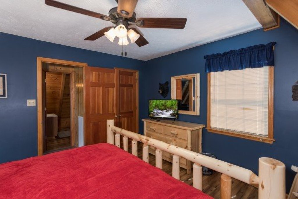 Photo of a Pigeon Forge Cabin named Cozy Mountain View - This is the ninth photo in the set.