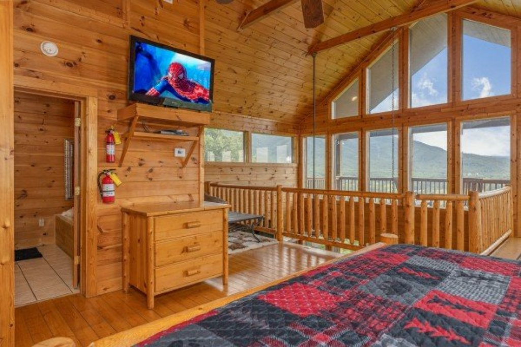 Photo of a Sevierville Cabin named 1 Awesome View - This is the twentieth photo in the set.