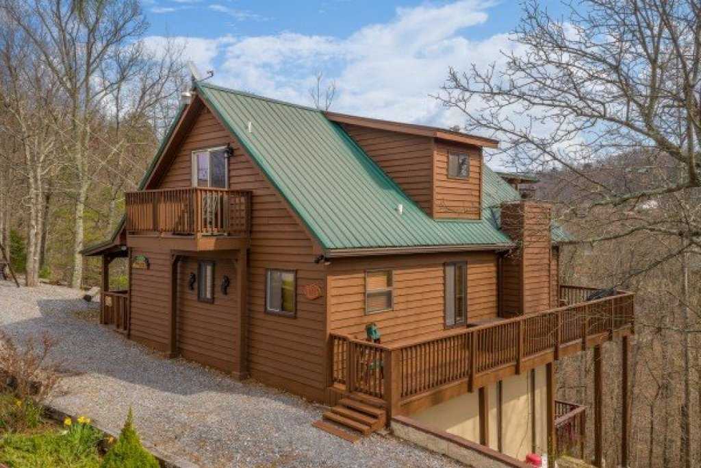 Photo of a Pigeon Forge Cabin named Bearing Views - This is the second photo in the set.