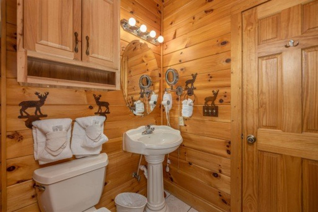 Photo of a Sevierville Cabin named 1 Awesome View - This is the thirty-second photo in the set.