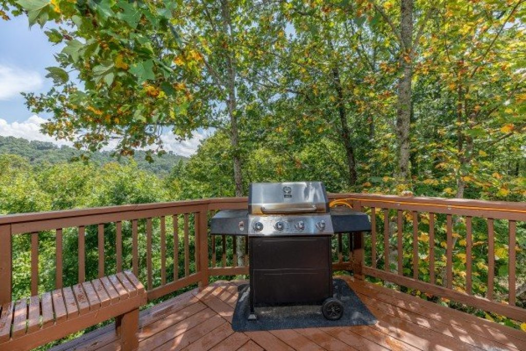 Photo of a Pigeon Forge Cabin named Bearing Views - This is the seventeenth photo in the set.