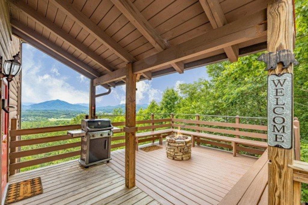 Photo of a Sevierville Cabin named 1 Awesome View - This is the second photo in the set.