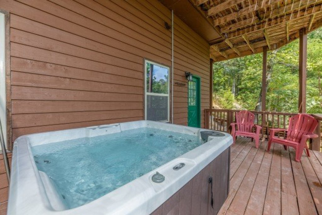Photo of a Pigeon Forge Cabin named Bearing Views - This is the thirty-sixth photo in the set.
