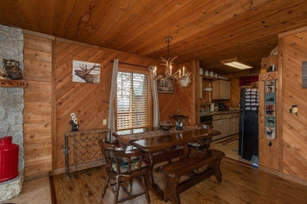 Photo of a Pigeon Forge Cabin named Bearing Views - This is the twelfth photo in the set.