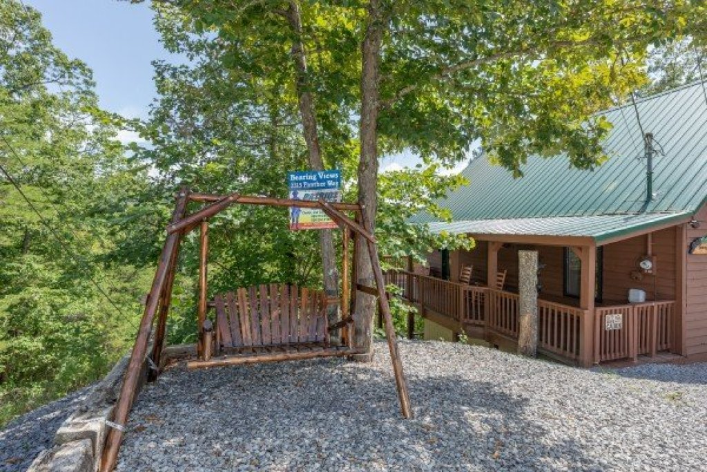 Photo of a Pigeon Forge Cabin named Bearing Views - This is the forty-fourth photo in the set.