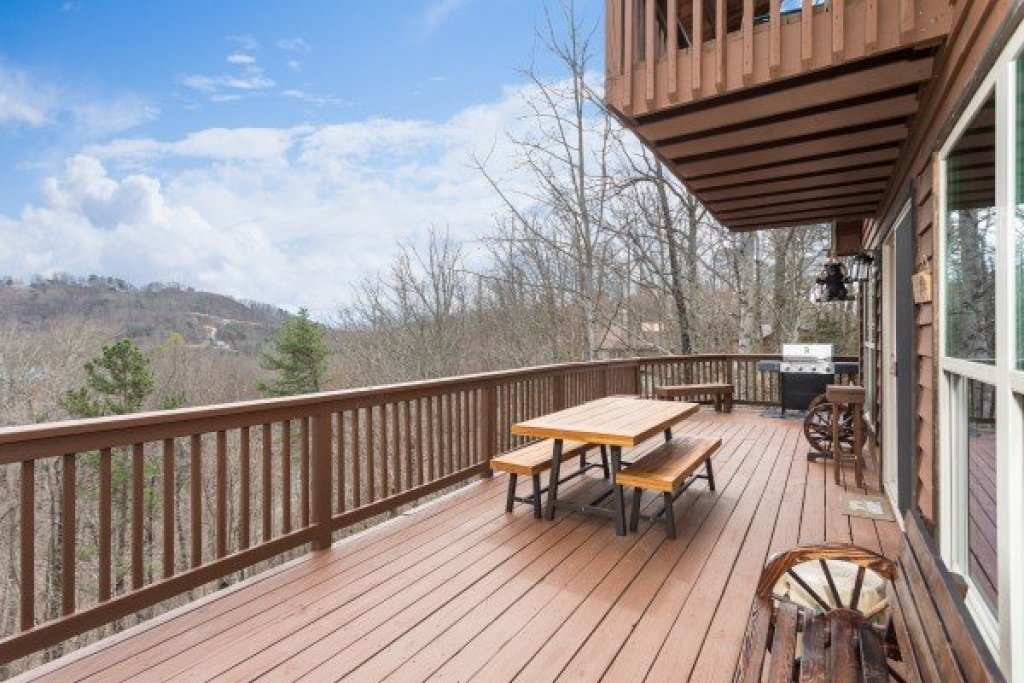 Photo of a Pigeon Forge Cabin named Bearing Views - This is the sixteenth photo in the set.