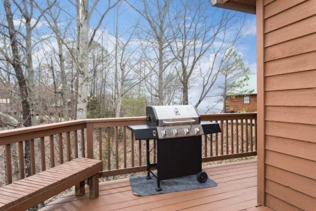 Photo of a Pigeon Forge Cabin named Bearing Views - This is the eighteenth photo in the set.